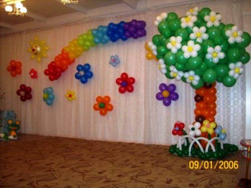 Оформление воздушными шарами в школе и детском саду.